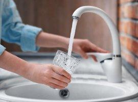 Сколько микробов в воде из-под крана в квартире?